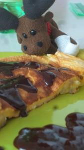 Na Śniadanko - pół omleta z plasterkami banana, polany roztopioną czekoladą (nie miałem akurat nutelli - ogólnie rewelacja, polecam).