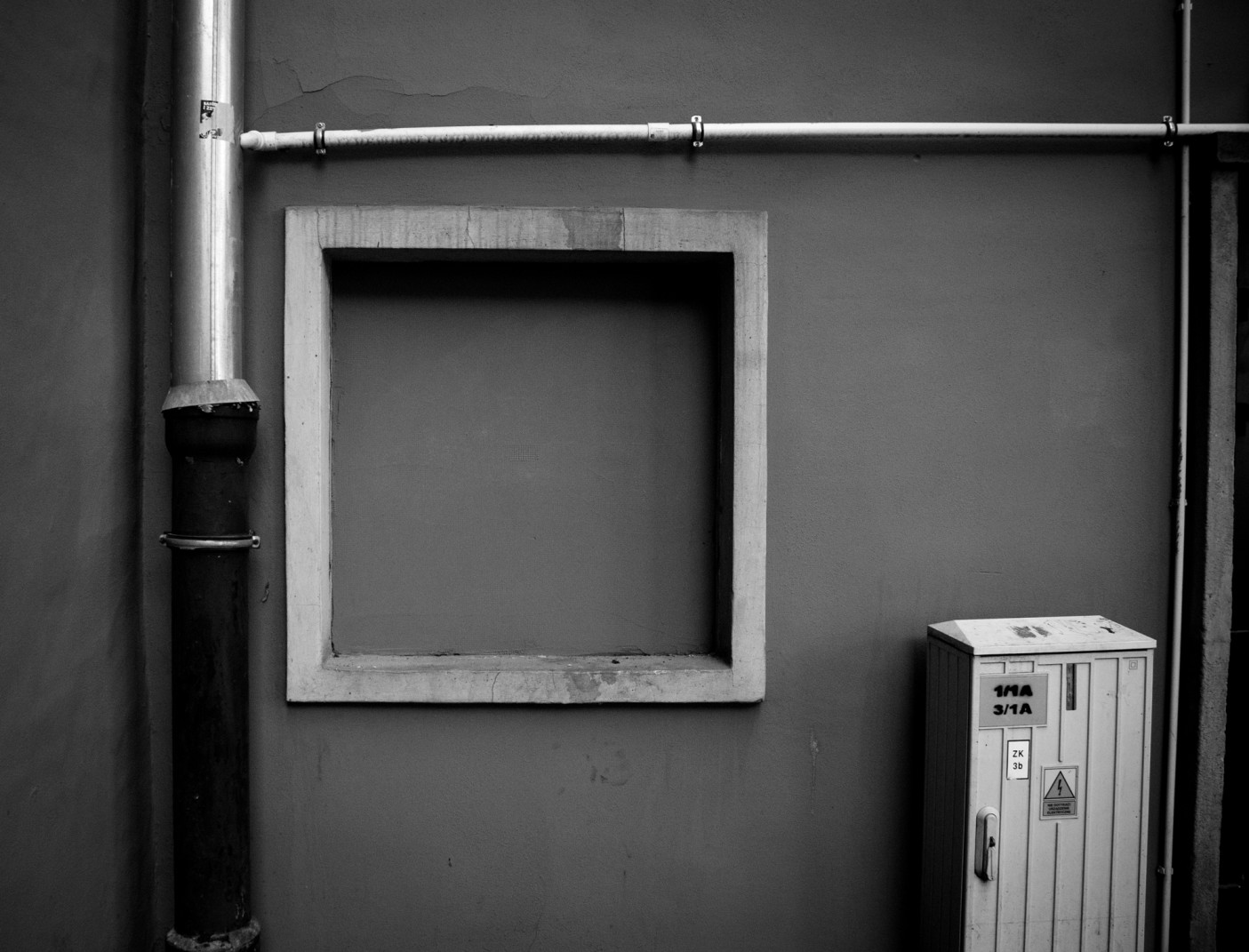 czarno białe foto ściany we Wrocławiu