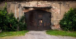 Motyw krzyża na stodołach i oborach jest bardzo powszechny. Wiara katolicka ma tutaj bogate i długie tradycje.