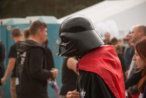 Nawet Darth Vader stoi czasem w kolejce za potrzebą. Nie jestem pewien, czy uśmiechał się do tego zdjęcia.